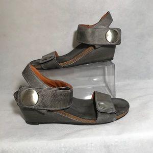Taos Grey Leather Carousel Sandals Sz 41/10-10.5